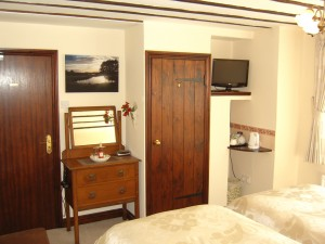 The Oak Suite Bedroom (Ground Level)